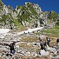 氷河が削った宝剣岳の斜面です