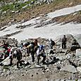 千畳敷カールを登る登山者達