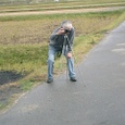 記念写真を撮影する三浦さん