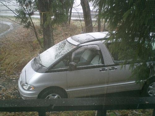 管理人のゴミ車も雪化粧