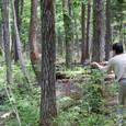 釣竿でキャステング 岩岳の森