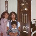 柱時計と三人