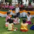 ガムラン演奏で遊ぶ子供達