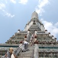 大塔を登る人々 三島由紀夫も登ったか