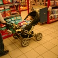 乳母車と赤ちゃん