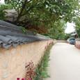 李朝時代の雰囲気が残る土塀の邑