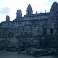 夕闇に包まれるプノン・バケン寺院