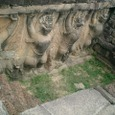 象のテラスを支えるガルーダ