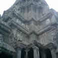 中央祠堂 尖塔を見上げる