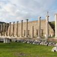 大理石柱列と円形劇場