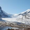 コロンビア大氷原から流れ出る氷河