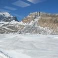 厚さ300メータの氷河の上を走る