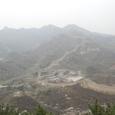 八達嶺長城入口から南の長城を見下ろす