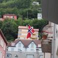 国旗を掲げる風景