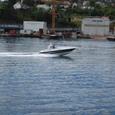 フィヨルドを駆けるボート