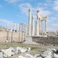 大理石が眩しいトラヤヌス神殿