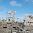 紺碧の空と大理石神殿