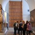 中東 人頭馬石像と扉