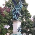 王宮西側エントランスの像