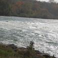 アメリカ滝に注ぐナイアガラ川