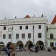 スヴォルノスティ広場と市庁舎