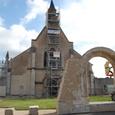 修理中の教会