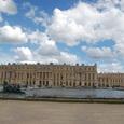 庭から眺めるベルサイユ宮殿