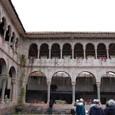スペインが教会の回廊を建造