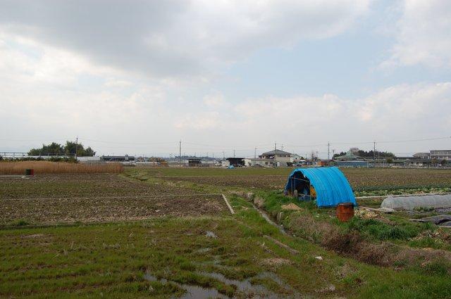 東田大塚古墳(左)と勝山古墳方面