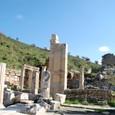 トルコブルーの空とエフェソス遺跡