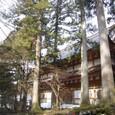 杉の巨木に囲まれる名刹