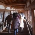 傾斜のきつい回廊