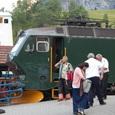 娘が鉄道関係者と交渉