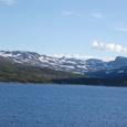 氷河湖と万年雪の山