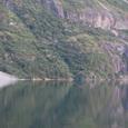 鏡のような氷河湖