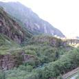 渓谷を登るフロム鉄道