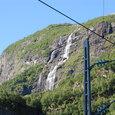 落下する滝