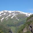 雪をかぶる山々