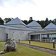 庭には巨大な翡翠原石