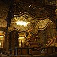 カイディン帝廟 金箔の像 台には遺体が埋葬