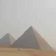 手前カフラー王のピラミッドがでかく見える