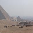大ピラミッドと太陽の船テント