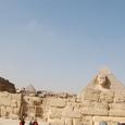 左がカフラー王の河岸神殿跡