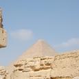 河岸神殿より大ピラミッドを見る