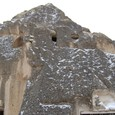 無数の洞窟住居と教会