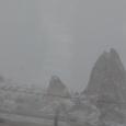 車窓 雪のカッパドキアの町