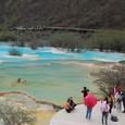 黄龍 五彩池 中国地元の観光客