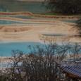 黄龍 五彩池 赤い色が目立ちます