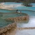 黄龍 五彩池 段々畑のような池