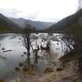 黄龍 五彩池 遠方の山々が素晴らしい